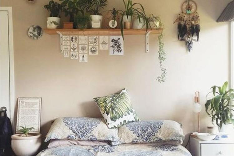 La camera da letto e le piante d\'arredo